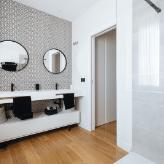 Bano moderno dos lavabos